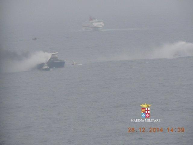 El ferry 'Norman Atlantic', incendiado en el mar Adriático