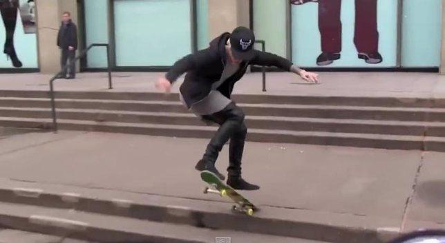 Justin Bieber patinando
