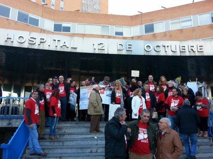 Enfermos con hepatitis C anuncian una cadena humana para pedir ayuda a Rajoy y una querella contra Mato