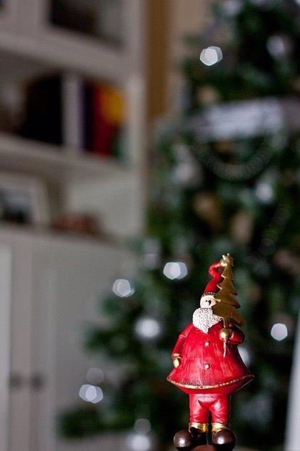 ¿A quién quieres más, a Santa Claus o a Mamá? Esta niña lo tiene claro