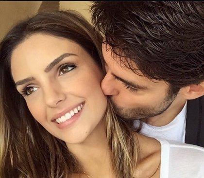 El tierno beso de Kaká a su esposa Carol, la imagen de la reconciliación