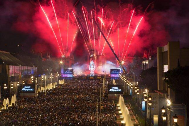 Barcelona estrena el 2015 con un rompedor espectáculo y afluencia de público