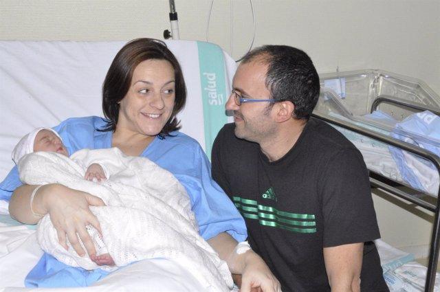María Gasca y Daniel Utrilla, padres de la niña Julia.