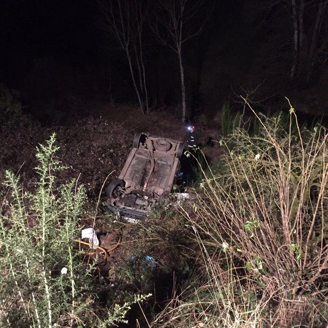 Vehículo accidentado en Rodeiro