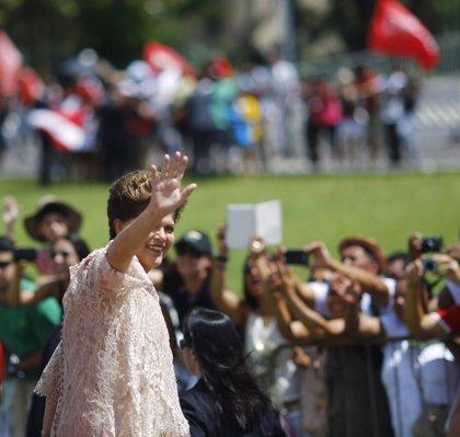 """Rousseff encara su nuevo mandato con """"el alma llena de alegría"""""""