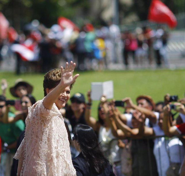 Dilma Rousseff saluda antes de tomar posesión de segundo mandato