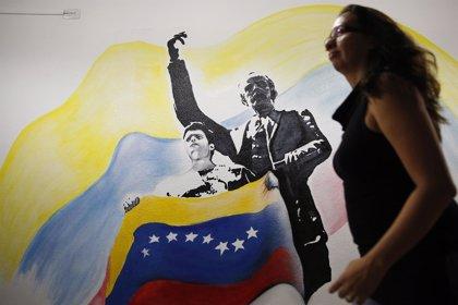 """Opositores venezolanos recuerdan a los """"presos políticos"""" en el día de Año Nuevo"""