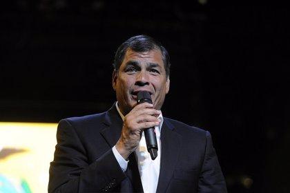 """Ecuador.- Correa felicita el año a sus compatriotas y señala que """"nada parará el avance de Ecuador"""" en 2015"""