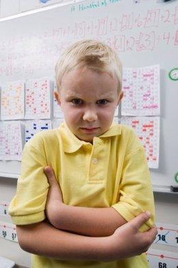 No quiero ir al cole, enfadado, alumno, clase