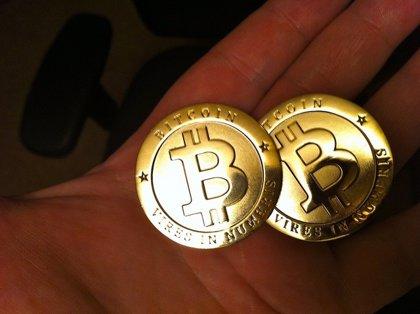 Bolsa de bitcoins suspende servicio tras violación a la seguridad