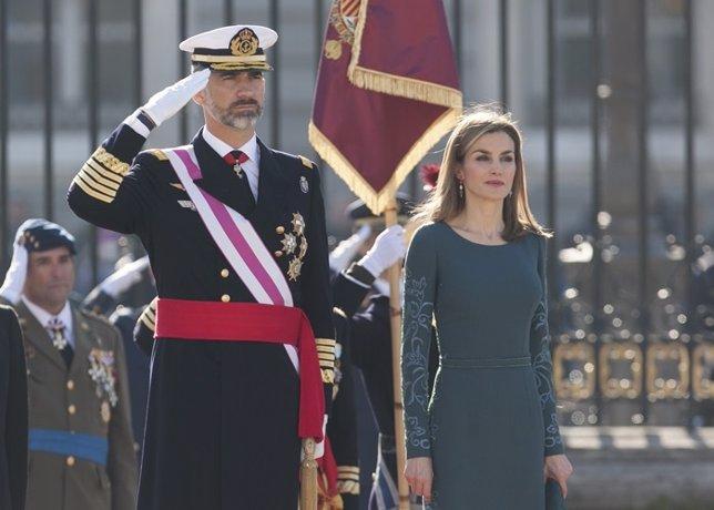 Letizia hace un guiño al verde militar en su primera Pascua como reina