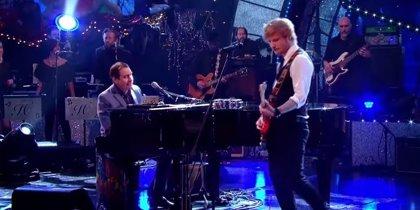 Vídeo: Ed Sheeran y Jools Holland versionan a Stevie Wonder