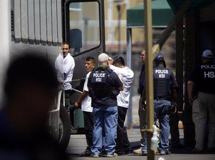 Un juez prohíbe las redadas de trabajo a inmigrantes en Arizona