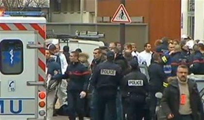 Al menos 11 muertos en un tiroteo  en semanario satírico francés