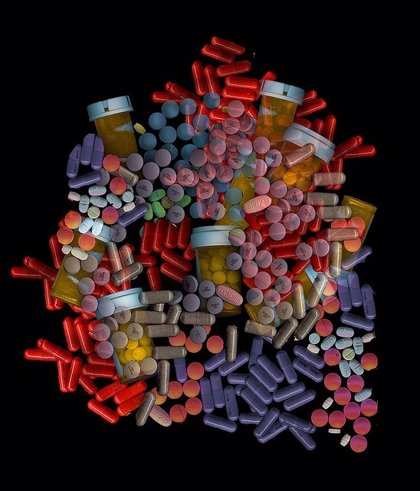 La ingesta de 5 o más fármacos al día puede generar efectos adversos  en los mayores
