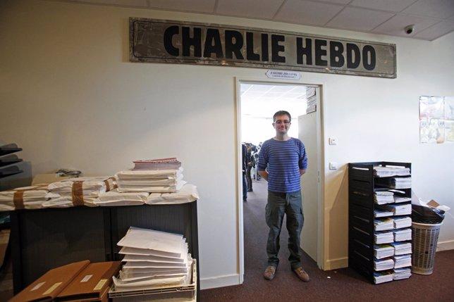 Charb, director de Charlie Hebdo, posa en las oficinas de París en 2012