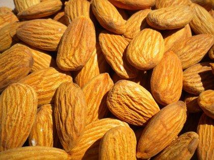 Merendar almendras es beneficioso para reducir el riesgo cardiovascular