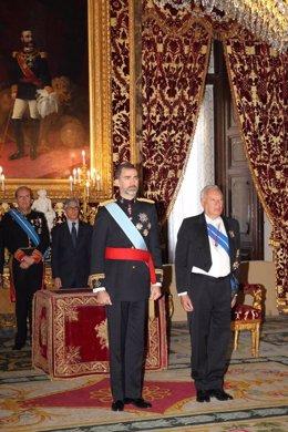 El Rey guarda un minuto de silencio por el atentado en Francia