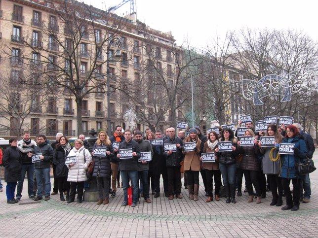 Concentración en Pamplona en repulsa a la masacre de 'Charlie Hebdo'