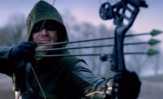 Oliver Queen/Arrow (Stephen Amell) - Arrow, tercera temporada