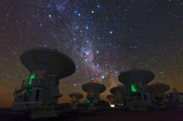 La Vía Láctea Austral Sobre ALMA (Chile)
