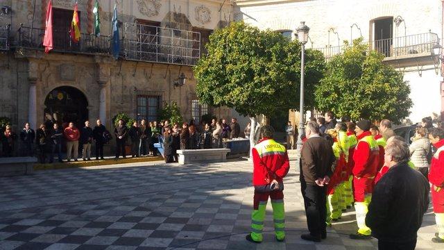 Concentración ante el Ayuntamiento de Lora.