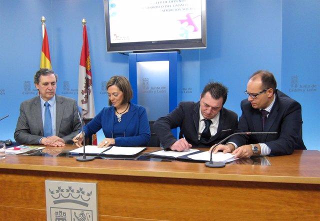 Firma del convenio entre Cermi y Familia