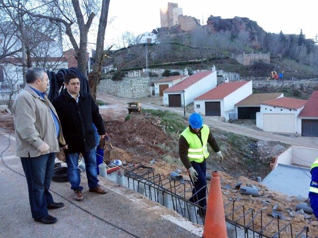 Visita de Francisco Reyes a aparcamiento de Hornos de Segura (Jaén)