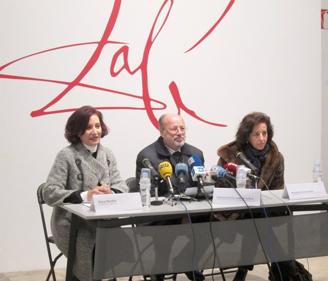 León de la Riva durante la presentación de la exposición de Dalí
