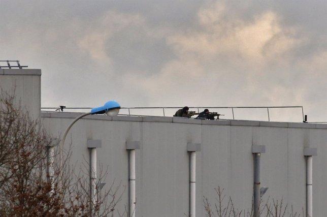 Fuerzas especiales en la persecución de los autores del atentado contra 'Charlie