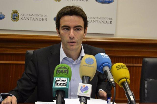 El secretario general del PSOE de Santander, Pedro Casares