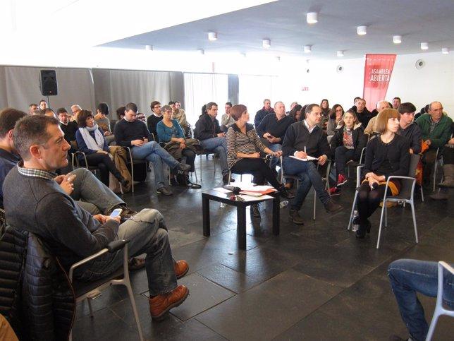Asamblea abierta organizada por el PSN en Pamplona con Luena y Chivite