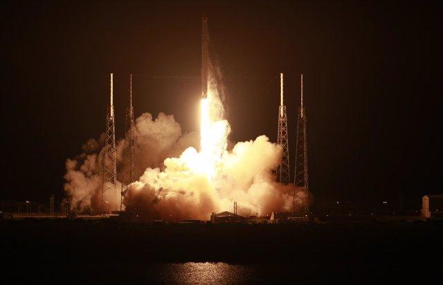 Lanzamiento cohete Falcon 9
