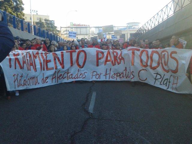 Pancarta de la manifestación de afectados por hepatitis C