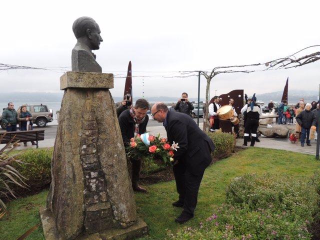 El BNG realiza una ofrenda floral en el homenaje a Castelao