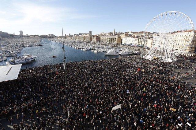 Miles de personas se manifiestan en Marsella a favor de la libertad de expresión