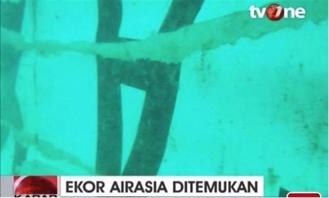 Restos avión airasia accidentado en mar de Java