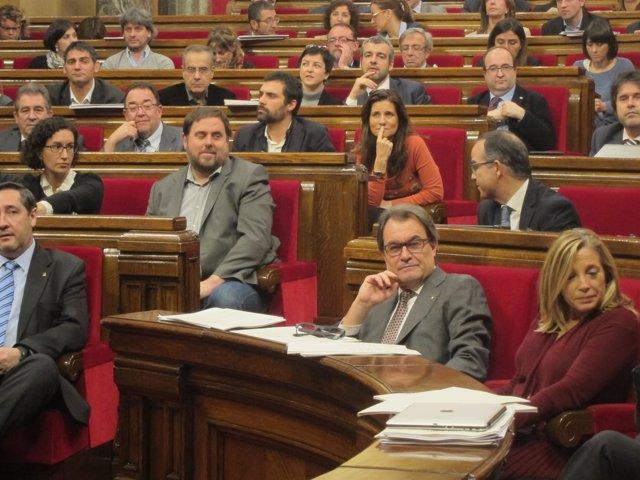 Oriol Junqueras y Artur Mas en el pleno del Parlament