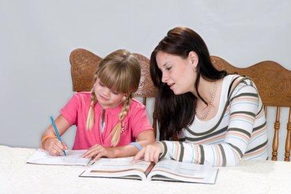 Un tercio de los estudiantes recibe ayuda extraescolar