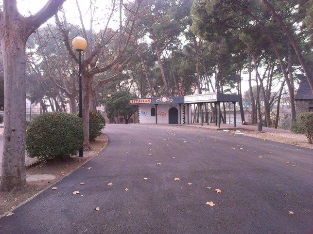Nuevo asfaltado del paseo de los Plataneros del Parque Grande de Zaragoza