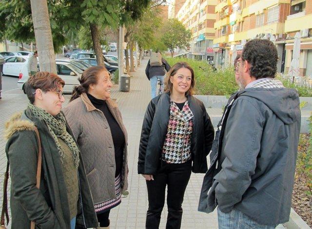 Ambrosio con vecinos del Parque Cruz Conde