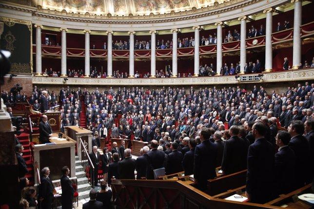 La Asamblea Nacional de Francia homenajea a las víctimas de París
