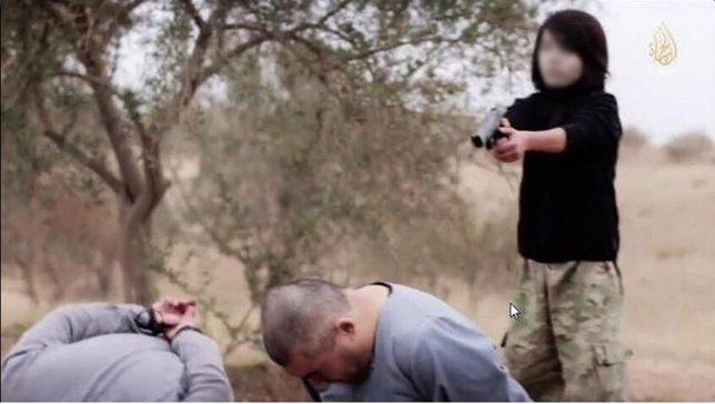 Vídeo Estado Islámico niño mata a agentes de inteligencia rusa