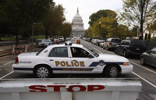 Coche de Policía frente al Capitolio en Washington