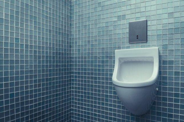 Incontinencia urinaria hombres, baño