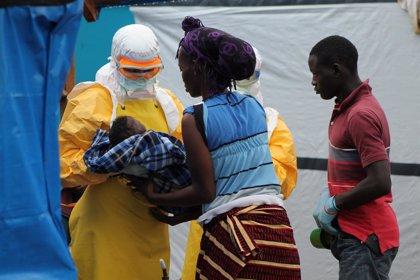 La OMS avisa de la aparición del 'síndrome post-ébola', especialmente en mujeres y niños huérfanos