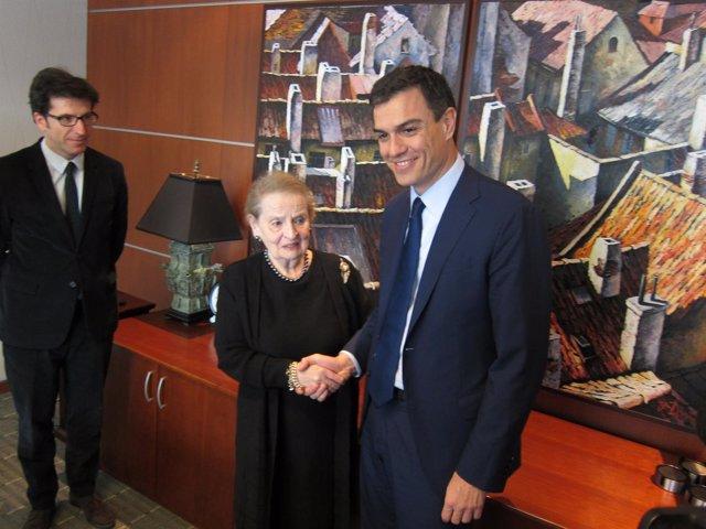 Pedro Sánchez y Madeleine Albright
