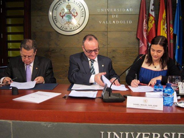 Miguel, Arroyo y Feás en la firma del acuerdo de colaboración entre UVA y AECC