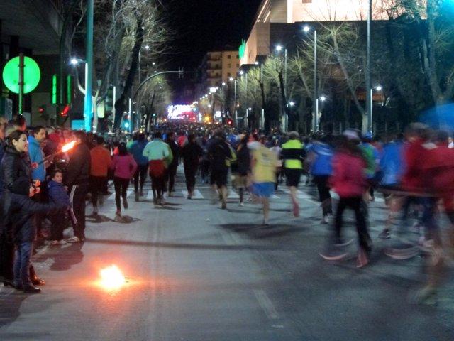 Corredores enfilan la subida de la avenida de Madrid en la 'San Antón' 2014.