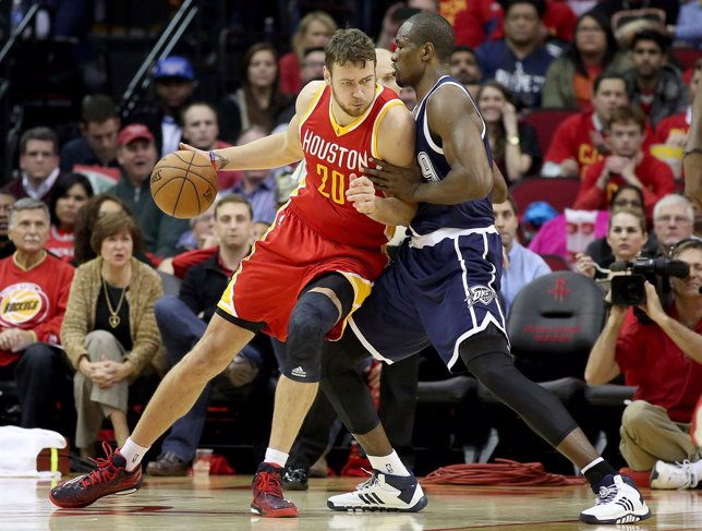 Ibaka ante Motiejunas en el Rockets-Thunder